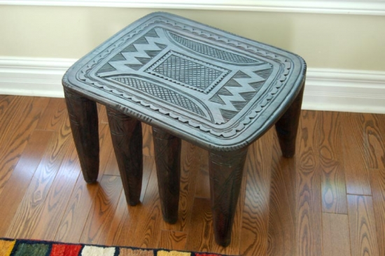 Nupe-inspired coffee table - African stools in modern decor